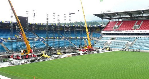 Setting up the stage at Ullevaal, August 18th