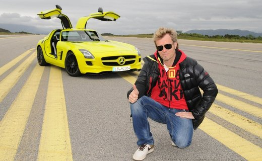 Magne, sporting an Apparatjik hoodie by Moods of Norway, in front of the Mercedes SLS AMG E-CELL