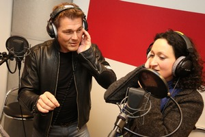 Contest winner Bettina gets vocal coaching from Morten