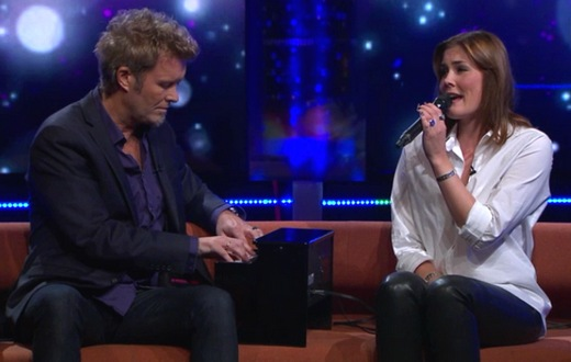 "Magne and Tini performing ""You Can't Have It Both Ways"" on Senkveld, September 26th"