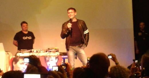 Morten visiting the fan party (Picture by Jakob)