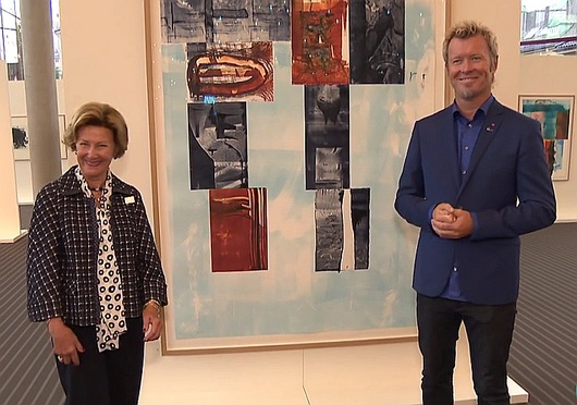 Magne and Queen Sonja in front of one of the prints they have made together